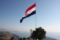 Zastava_na_Srđu